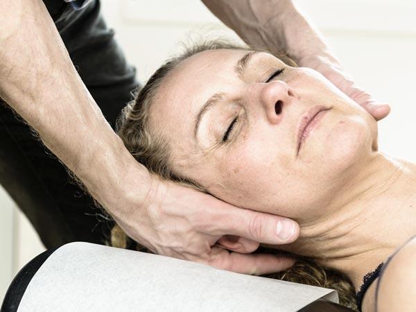 Undersøgelse ved nakke og hoved